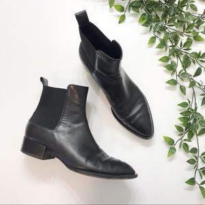 Vince Yarmon Leather Chelsea pointed boot